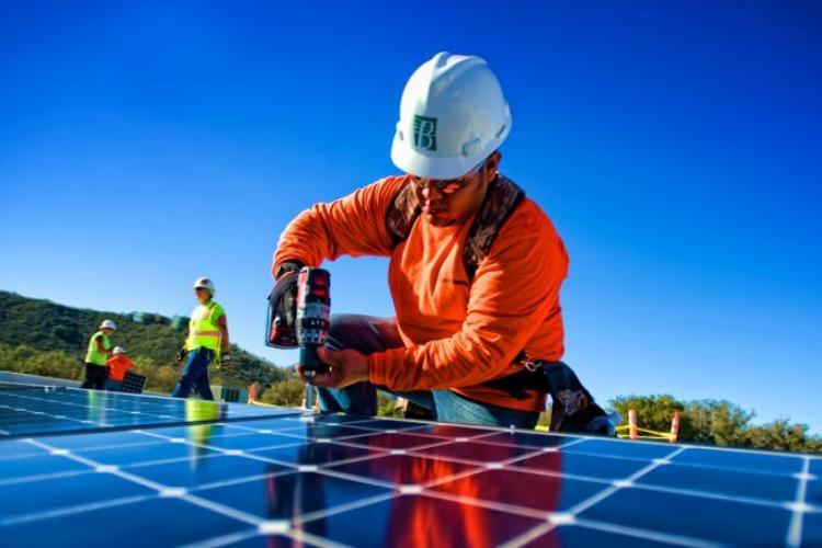 Wealthy Affiliate Solar Panel Installer